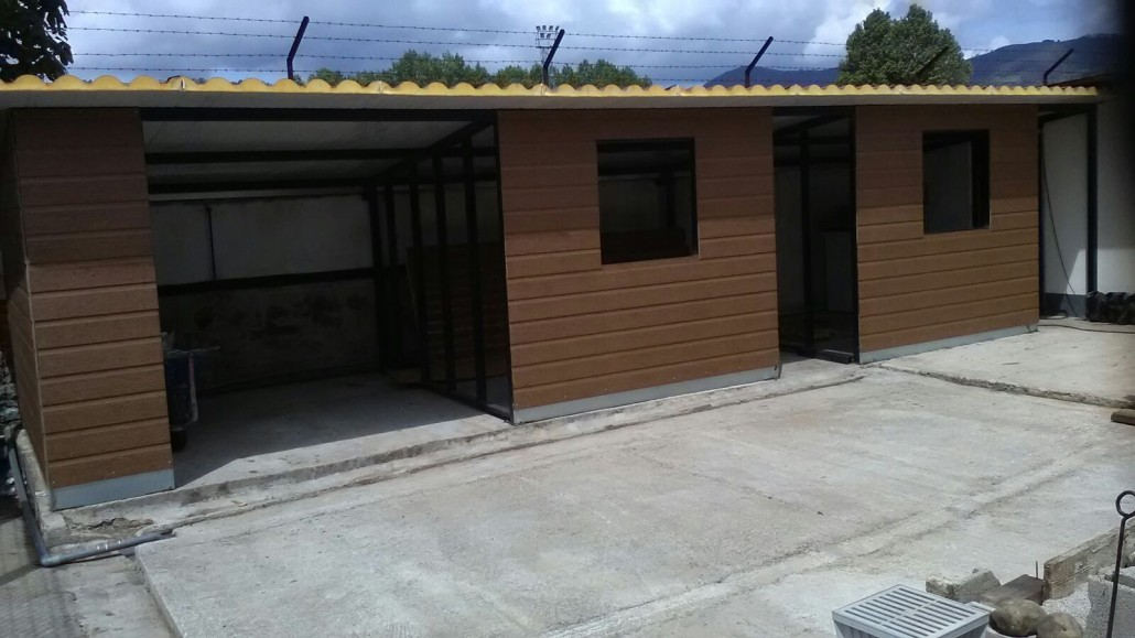 Hacer un garaje con panel sandwich teja y fachada instalacion panel sandwich teja instalar - Casas de panel sandwich de segunda mano ...